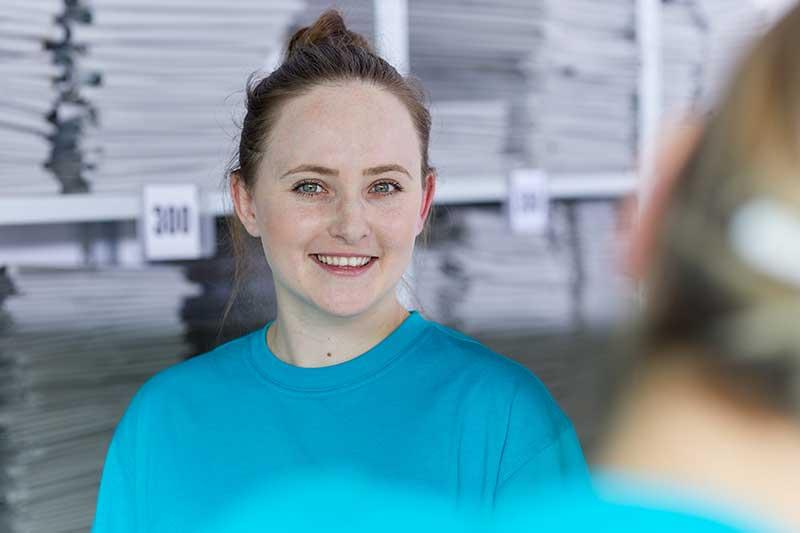 Junge Mitarbeiterin am Standort Gärtringen - Karriere und Bewerbung bei IMPREG